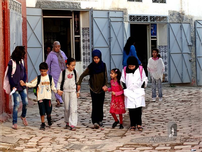 Bhalil: children going to school in the morning