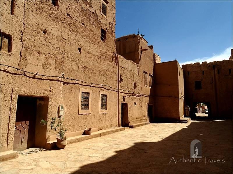 Ksar El Khorbat: asarag - the main square in the ksar
