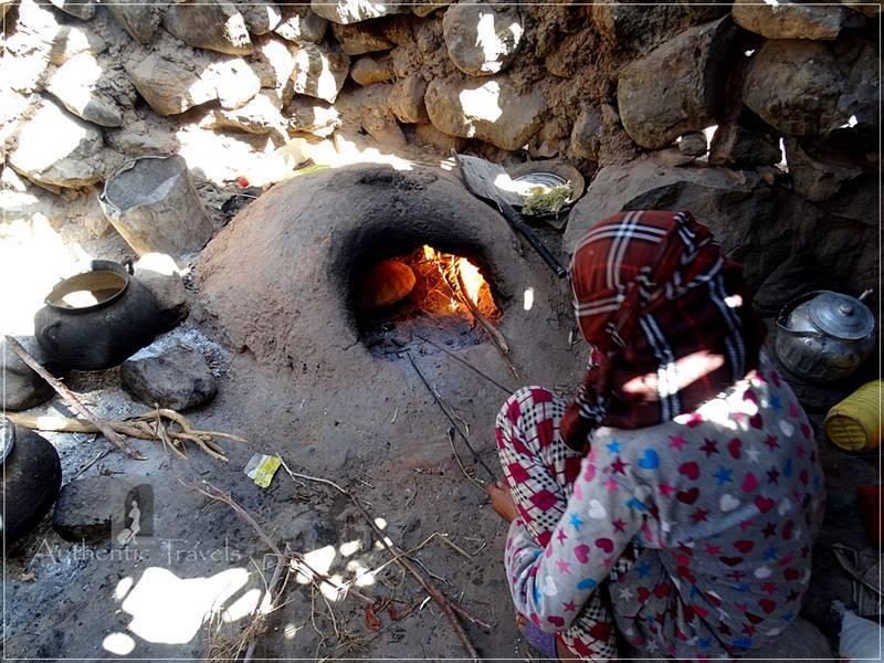 Camel Desert Trek - Day 2: the oven where the girl bakes the bread