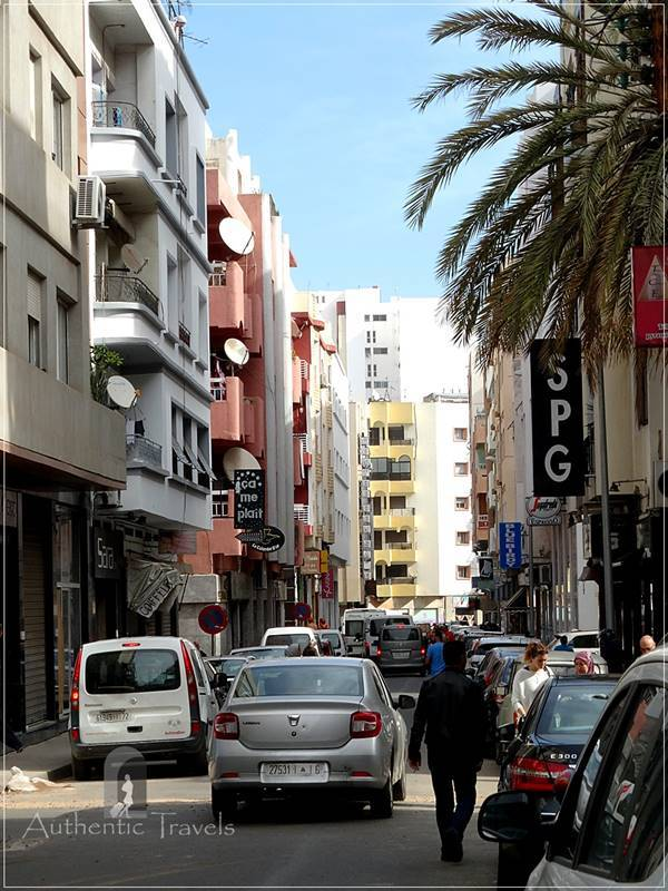Casablanca: crowded streets (even the secondary ones)