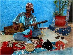 Rabat: Kasbah les Oudaias - singer in the street