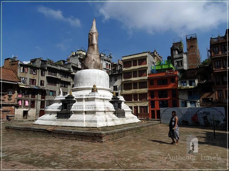 Kathmandu: Yatkha Bahal (courtyard) with a Buddhist stupa