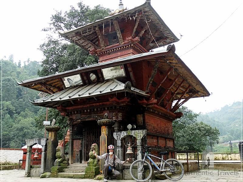 Ichangu Narayan Temple: a happy cycling day around Kathmandu