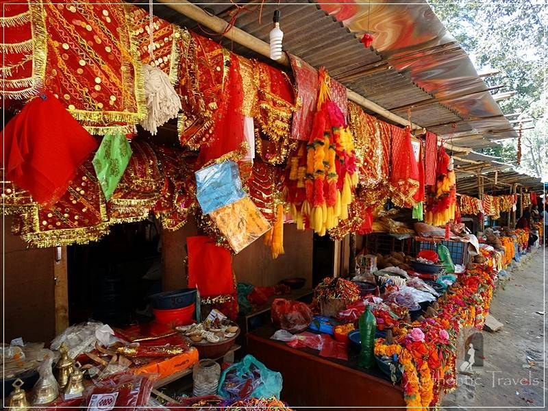 Kathmandu Valley: Dakshinkali - the religious bazaar preceding the temple