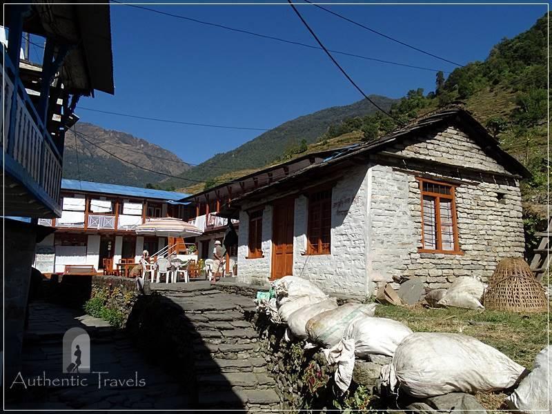 Ghorepani Trek: Hile - lunch break in one of the lodges