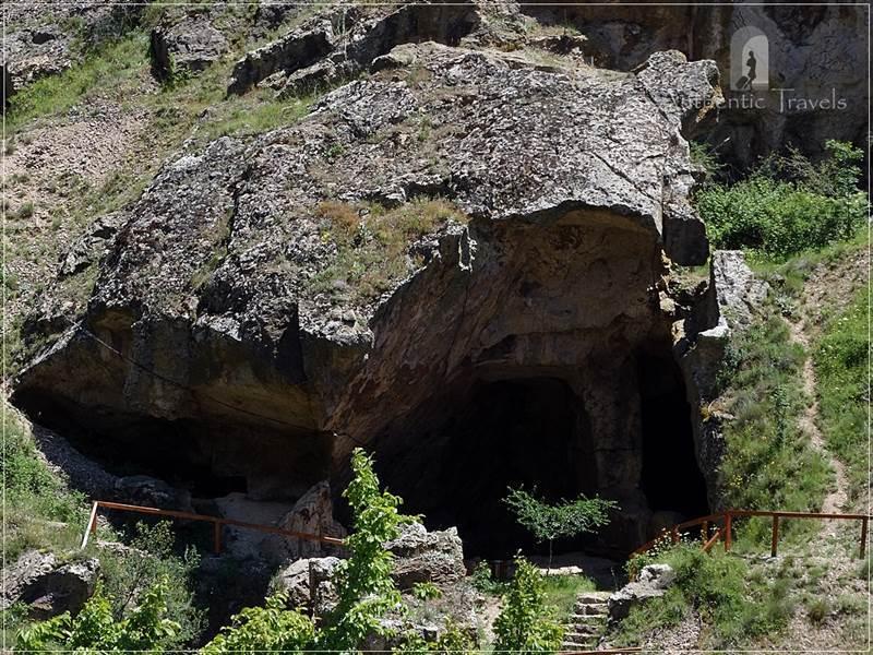 Lesnovo, near Kratovo - cave-chapels