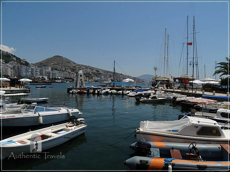 Sarandë - the small bay with boats and yachts