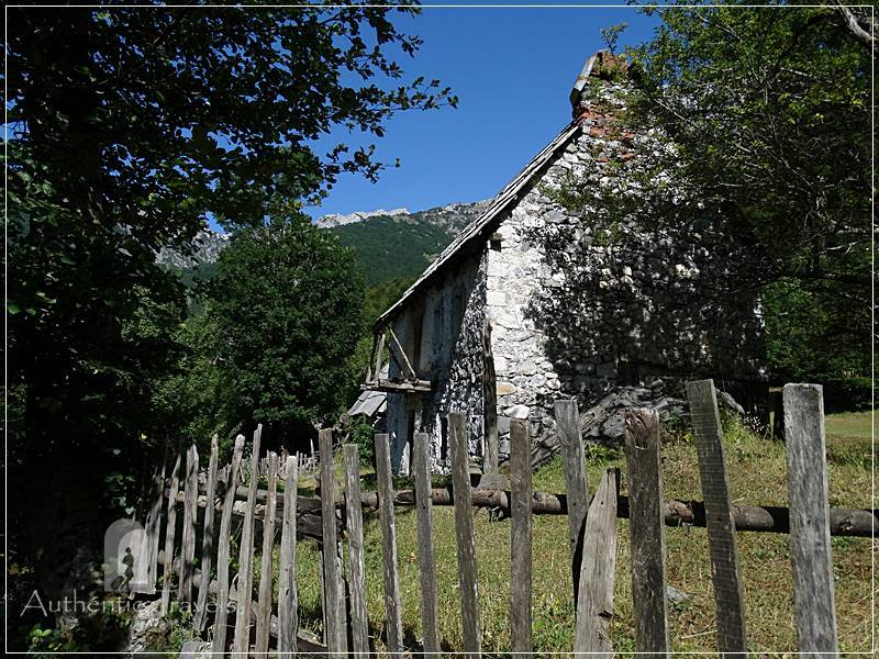 Trek Valbona Theth - traditional stone house in Rrogam hamlet
