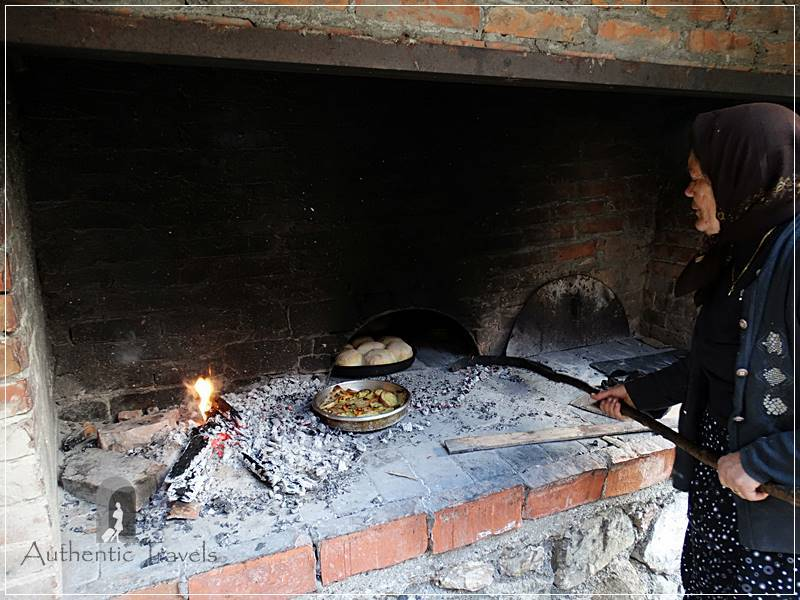 Qender Theth Village - Shpella Guesthouse: baking homemade bread for dinner