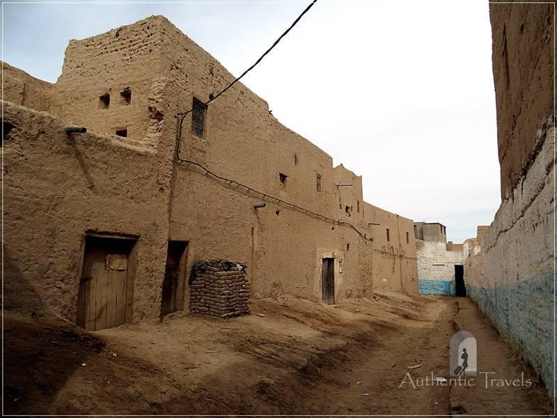 Route du Majhoul in Tafilalt Oases: Ksar Tinheras - inner street
