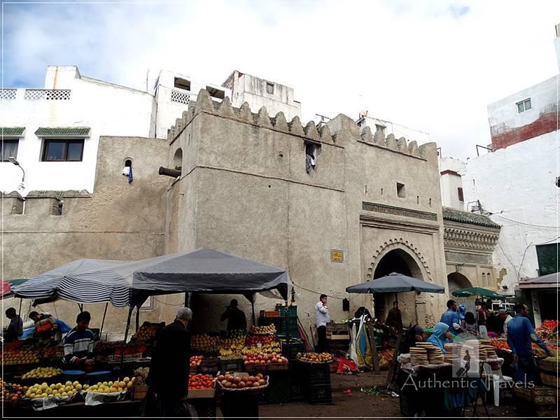 Tetouan: Bab Tut - the entrance gate of the old medina