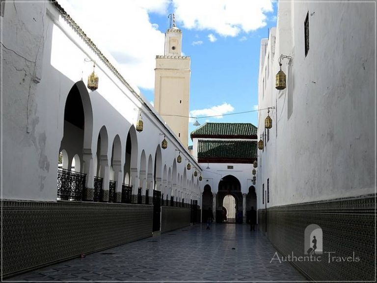 Moulay Idriss: the entrance to the Mausoleum of Moulay Idriss